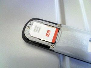 D21HW に SIM カードを挿したところ